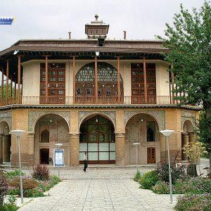 کاخ چهل ستون مربوط به دوره صفویه