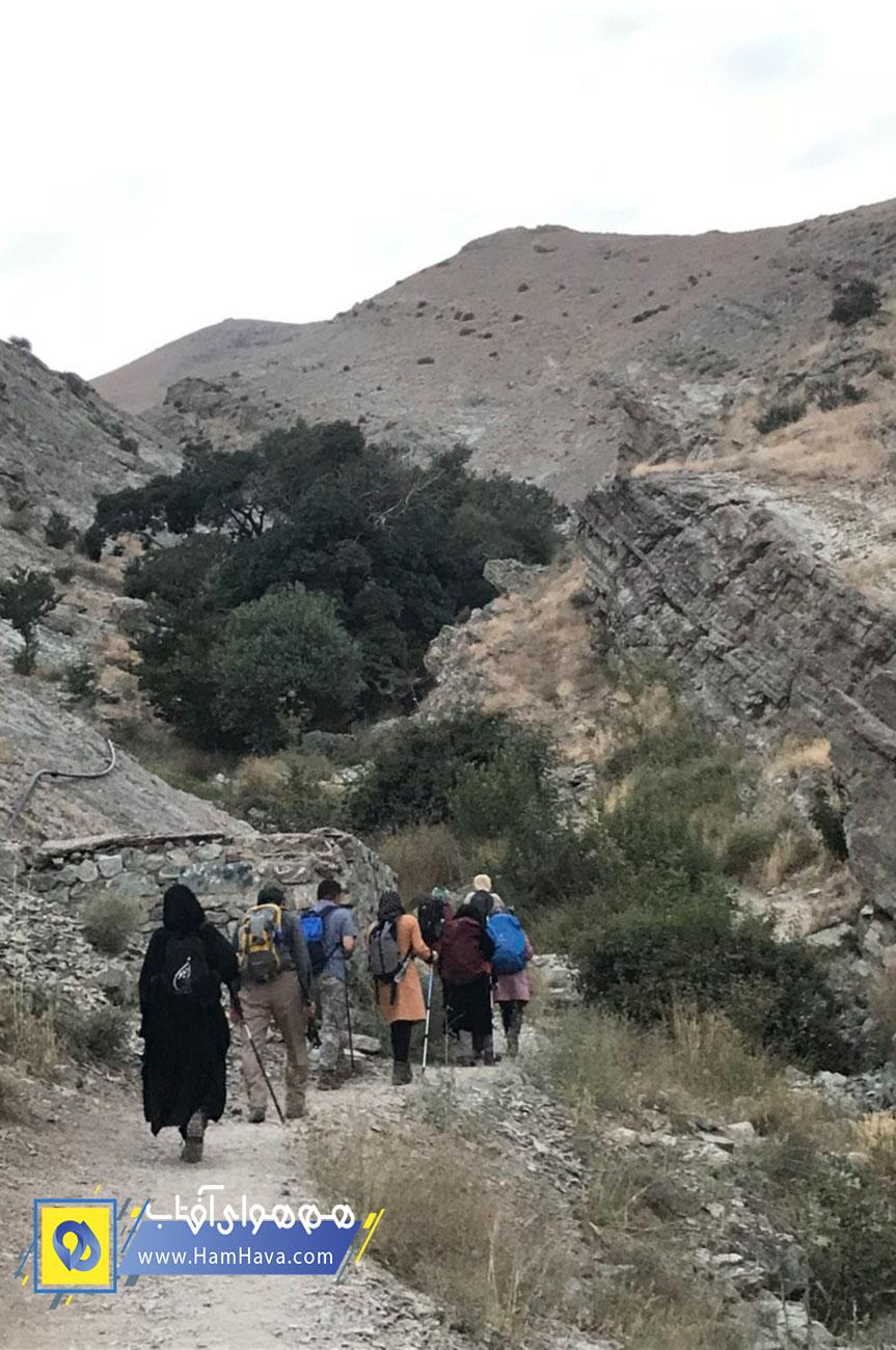 یکی از مسیرهای صعود قله چین کلاغ از مسیر دره بهشت است که در انتهای شهرک مخابرات می باشد