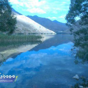گهر یکی از بزرگترین دریاچههای آب شیرین ایران است. برای رسیدن به آن باید راهی استان لرستان شوید و از سمت دورود که نزدیکترین مسیر است به گهر زیبا برسید.