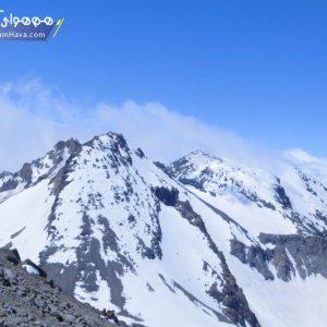 این یخچال بزرگ ومرتفع که دقیقاًدرجناح شمالی قله قرارگرفته وازدور دست های هرنقطه از شهرها ی مشگین ولاری به وضوح مشخص است،از ارتفاع ۴۱۵۰مترشروع شده تاقلل سبلان امتداد دارد