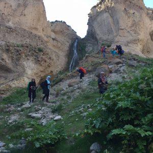 شیروان درهسی حدودا در ۲۰کیلومتری جنوب شرقی مشکین شهر و در نزدیکی لاهرود قرار دارد