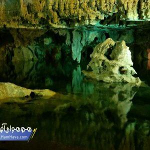 غار علیصدر یکی از غارهای تالابی ایران و از معدود غارهای آبی جهان است. علیصدر همچنین دارای طولانیترین مسیر قایقرانی درون غار در جهان است.[