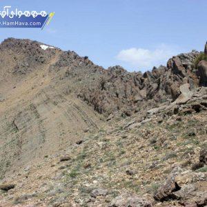 در شمال شرقي تهران کوه قلعه دختر بارتفاع ۳۲۲۷ متر از سطح دريا در روستاي آهار قرار دارد