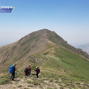 ارتفاع این قله 3228 متر می باشد