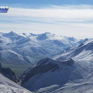 این قله در حاشیه شرقی البرز مرکزی قرار دارد