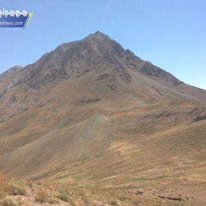 قله کافره با ارتفاع ۳۶۵۰ متر یکی از قلههای دور افتاده البرز مرکزی میباشد. این قله در منطقه عمومی لواسانات و غرب دشت لار واقع شده و نزدیکترین روستا به آن روستای گرمابدر فشم میباشد
