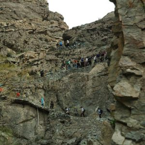 سرتاسر مسیر تا پناهگاه از داخل درهٔ زیبای پلنگچال و از کنار رودخانه میگذرد و یکی از زیباترین مسیرهای صعود به ارتفاعات شمال تهران است.